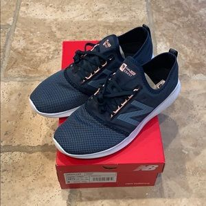 NIB New Balance Women's Navy Running Shoes - 10.5